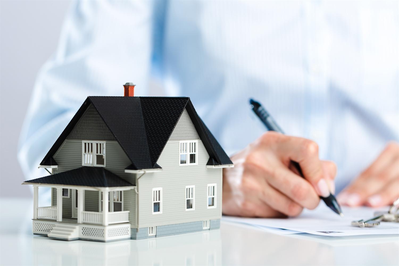 Haus kaufen oder Immobilie kaufen mit einem Kaufvertrag